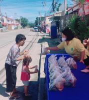 มอบอาหารให้ชุมชนบ้านเอื้ออาทร อ_7.เมือง 290663_๒.jpg